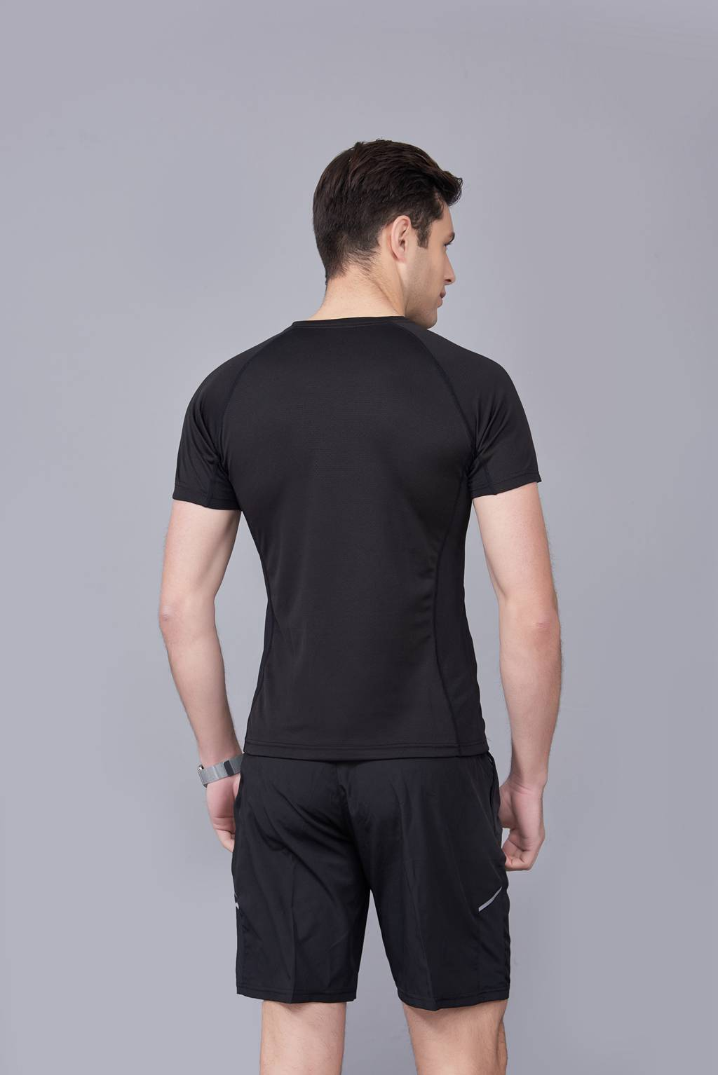 纯色T恤  简约大方经典时尚  黑色