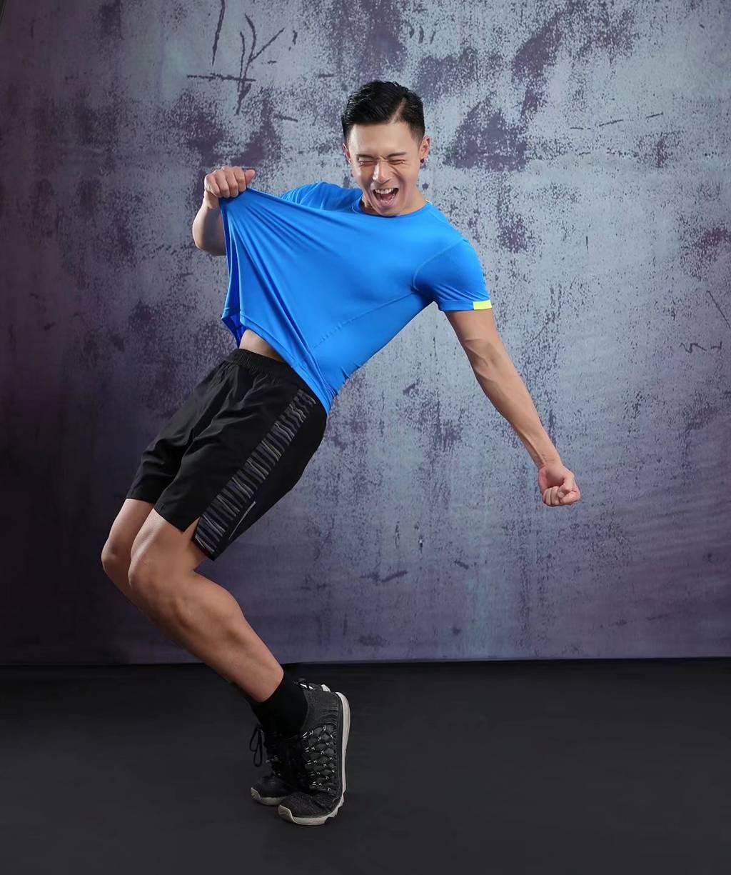 春夏新品 圆领短袖T恤 时尚运动文化衫 湖蓝色