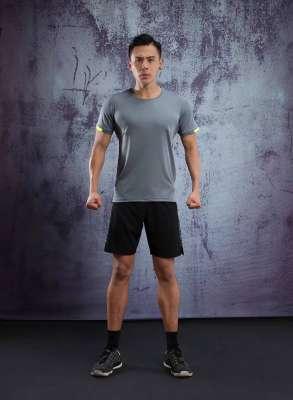 春夏新品 圆领短袖T恤 时尚运动文化衫 深灰色